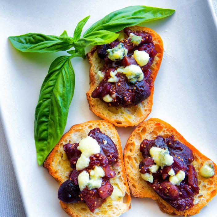 Fresh Fig and Caramelized Onion Crostinis with Gorgonzola